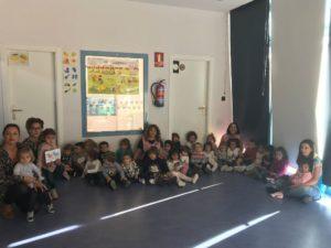 Grupo de niños y maestras de la Escuela Infantil Guijuelo